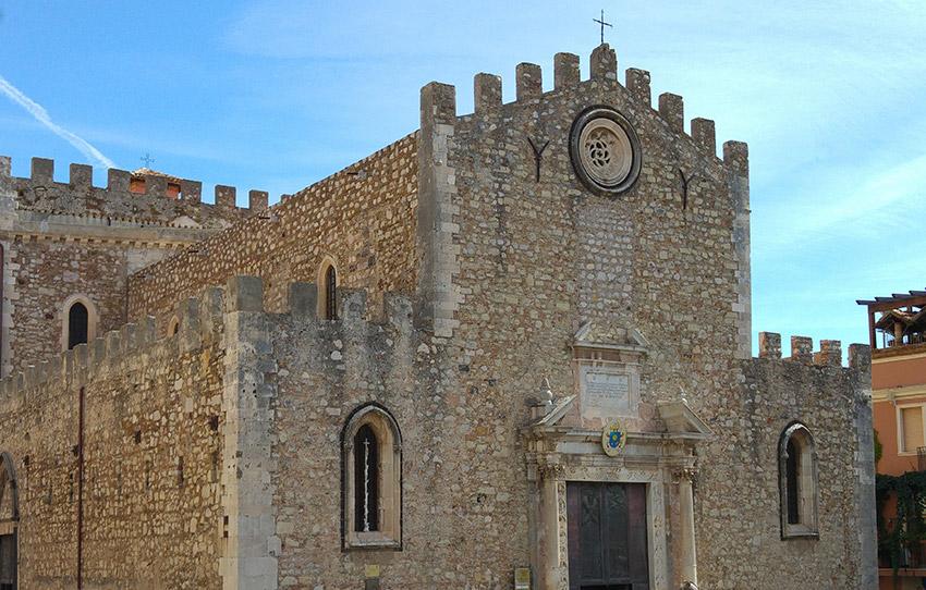 Catedral de San Nicolás, uno de los lugares de Taromina y uno de los rincones que no puedes perderte en Sicilia