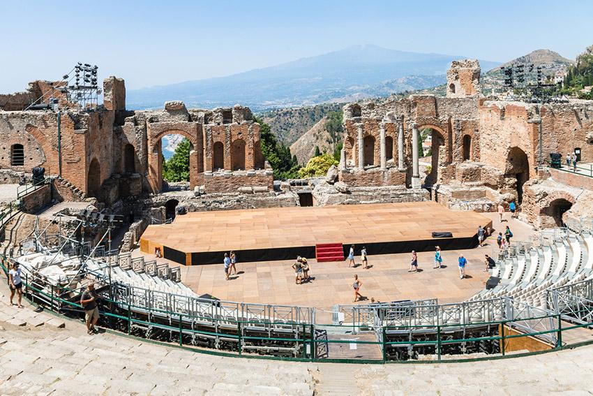 Teatro Ántico, uno de los lugares de Taromina y uno de los rincones que no puedes perderte en Sicilia