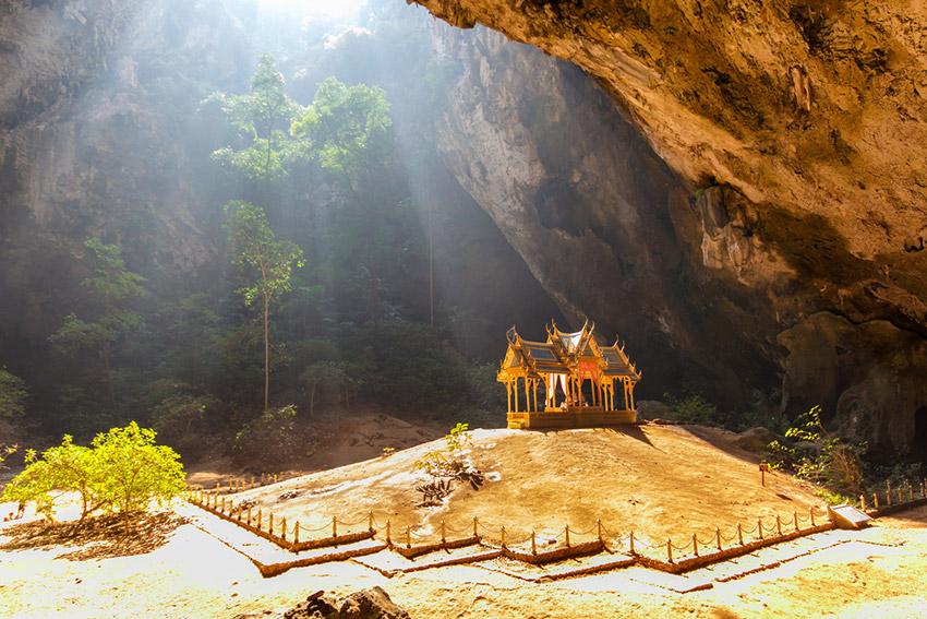 Phraya Nakhon, una de las cuevas mágicas con un templo escondido