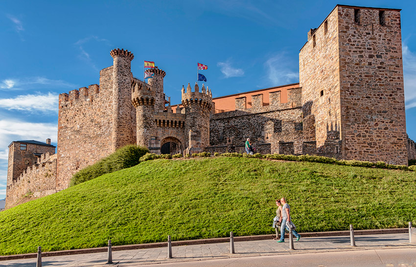 Castillo de Ponferrada, uno de los castillos de cuento en España