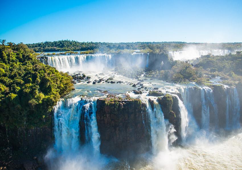 Iguazu, uno de los lugares donde viajar en invierno en Argentina