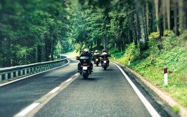 Rutas para viajar en moto este verano