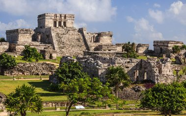 Zonas arqueológicas cerca del mar en México