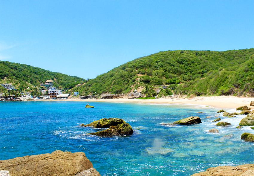 Playa Tehuamixtle, una de las playas tranquilas en Puerto Vallarta